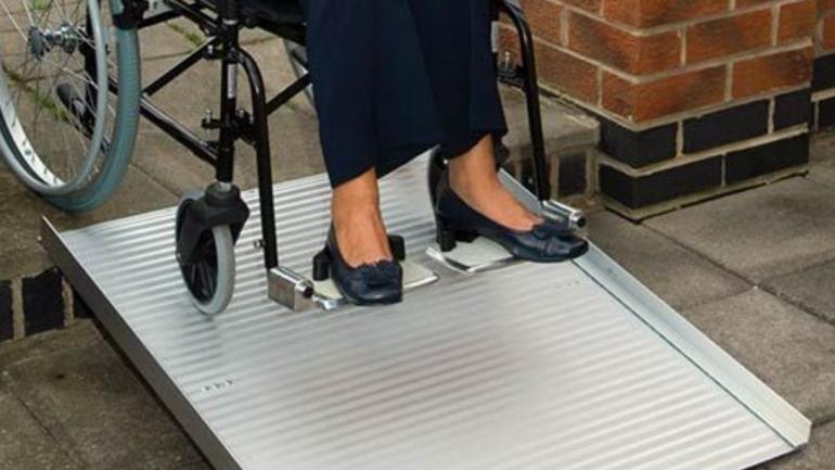Draagbare scooter- en rolstoelhellingen vergelijken – welke past het best bij u?